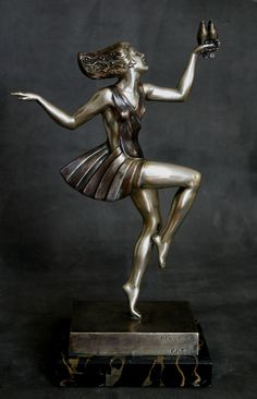 An Art Deco French bronze figure by Ignacio Gallo, circa 1920s
