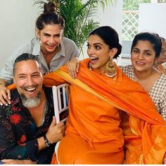 Date : November 2018 Place : Bangalore Deepika Padukone along with her family hosted a Nandi Puja at their Bangalore residence to kick start her wedding festivities. Deepika looked radiant in a custom orange suit by Sabyasachi. Deepika Ranveer, Deepika Padukone Style, Ranveer Singh, Celebrity Weddings, Celebrity Style, Orange Suit, Bollywood Wedding, Bollywood Style, Bollywood News