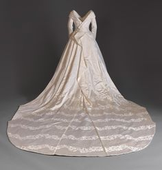 of February HRH Princess Beatrice's wedding gown on display at Windsor Castle. — Photos Belong to and The royal. Royal Wedding Gowns, Second Wedding Dresses, Wedding Dress Trends, Royal Weddings, Bridal Gowns, Wedding Outfits, Princess Eugenie Jack Brooksbank, Princess Beatrice, Princess Kate