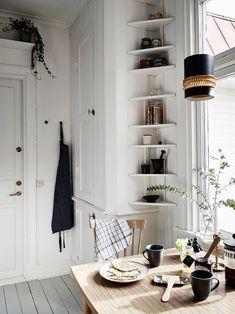 Apartment Kitchen, Kitchen Interior, Interior And Exterior, Scandinavian Apartment, Scandinavian Interior Design, Small Living Rooms, Living Room Kitchen, Swedish House, Cozy Corner