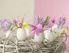 Decoração com ovos e flores para a Páscoa