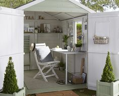 tips for creating a garden room Expert advice on designing a fabulous garden room from interior designer Julia Kendell.Expert advice on designing a fabulous garden room from interior designer Julia Kendell. Garden Shed Interiors, Summer House Interiors, Shed Office, Garden Office, Home Office, Craft Shed, Diy Shed, Wood Shed, Landscaping