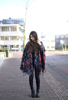 Chunky boots worn by Larissa♥ #inspiration #fashion #style #outfit #shoes #scarf #poncho