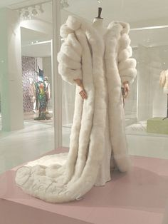 """cinegif: """" Jean Louis of Hollywood, swan-down coat and dress with tassels for Marlene Dietrich, 1957 """" Bury me in this. I want to wear it to greet Satan. Fur Fashion, Winter Fashion, Fashion Outfits, Sporty Fashion, Style Fashion, Fancy Robes, Vintage Outfits, Vintage Fashion, Fabulous Furs"""