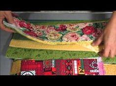 Lista de Material : Tiras de tecido R2 Cadarço p/ bolsa 2cm 02 botões Medidas : Alça 50 X 02 Tiras 50 x 15 Viés 10 cm