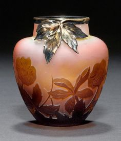 E.GALLÉ (1846-1904), ___ca. 1900 __ SMALL vase, Pink glass with brown overlay and etching. Signed Gall'. H 7 cm.  Kugelform mit Blumendekor. Signiert Gallé. H. 7 cm.