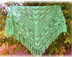 Crochet Scarves, Crochet Shawl, Hand Crochet, Lace Patterns, Crochet Patterns, Color Beige Claro, Granny Square Scarf, Handmade Scarves, Shawls And Wraps