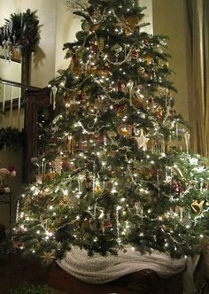 Beautiful tree....nothing like natural Christmas trees