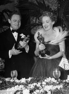 Bette Davis with Best Actress Oscar for Jezebel, 1939