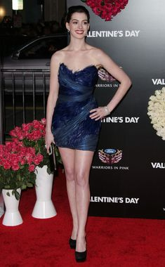 """Anne Hathaway Photo - The """"Valentine's Day"""" Premiere in Los Angeles"""