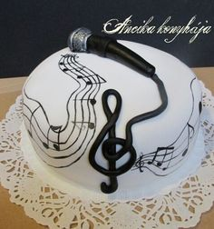 For the music lover. Piano Cakes, Music Cakes, Birthday Cakes For Men, Birthday Cake Ideas For Adults Men, Birthday Ideas, Violin Cake, Microphone Cake, Fete Marie, Retirement Cakes