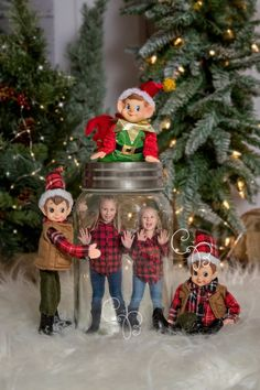 Fun Family Christmas Photos, Xmas Photos, Christmas Minis, Christmas Photo Cards, Christmas Projects, Vintage Christmas, Funny Christmas Pictures, Christmas Elf, Christmas Humor