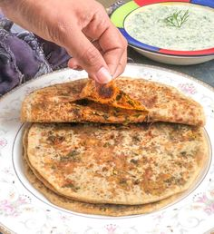 Besan Methi Paratha Recipe is a lovely paratha recipe stuffed with roasted besan and healthy methi leaves, that makes it a great breakfast option or nice to serve for dinner as well. Serve it long with raita, pickle or even wit chutney too.