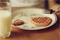 waffles were his favorite food and they soon became odd's as well Stranger Things Aesthetic, Avocado, Brunch, Belgian Waffles, Life Is Strange, Chuck Bass, Raspberry, At Least, The Originals