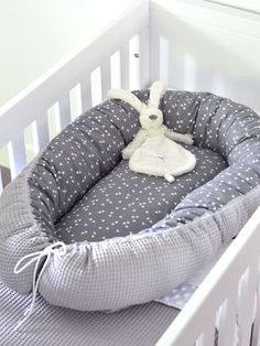 Make your own with fabric: BABYNESTJE - Freubelweb - Look what I found on Freubelweb.nl: A Free Sewing Pattern from My Simply Special to Make a Baby Nes - # Baby Ei, Baby Design, Baby Nest Bed, Diy Hanging Shelves, Diy Bebe, Baby Sewing Projects, Diy Home Decor Projects, Baby Hacks, First Baby