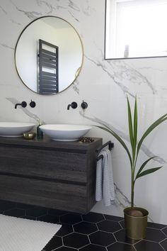 How to arrange your bathroom? Bathroom Design Luxury, Luxury Bathrooms, Master Bathrooms, Bathroom Layout, How To Clean Carpet, White Bathroom, Interior Decorating, Shower, Home Decor