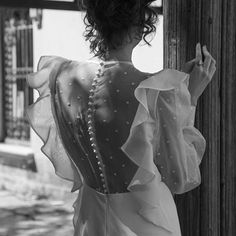 Esta mañana descubrí lo nuevo para #novias de @teresapalazuelo y ha sido flechazo 💘 . La colección cápsula de Edgar Molina #vestidodenovia #weddingdresses #plumeti Backless, Ruffle Blouse, Instagram, Dresses, Women, Fashion, A Crush, Tulle, Bridal Gowns