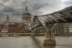 El puente del Milenio en el río Támesis, en Londres. Sisyphus007