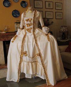 MODA FEMMINILE XVIII SECOLO Abito storico femminile prima meta 1700