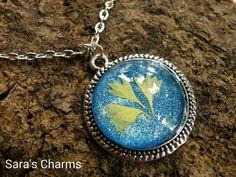 Kette in antiksilber mit  Blütenblättern gelb/blau von Sara´s Charms auf DaWanda.com