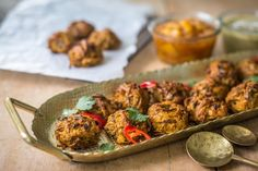 Onion bhajis are usually deep fried, making them quite fatty, but these bitesize bhajis are made from grated potato and onion and baked until crispy. Side Recipes, Light Recipes, Onion Bhaji Recipes, Chicken Breast Curry, Baked Onions, Healthy Potatoes, Baked Potato Recipes, Potato Onion, Vegan Side Dishes