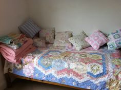 Patchwork and lace makes Diy Daybed, Lace Making, I Shop, Daybeds, Crafty, Quilts, Blankets, Furniture, Home Decor