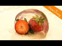 【Eng Sub】好吃又好玩 草莓圓球果凍 Strawberry Jelly Like A Ball│HowLiving美味生活 - YouTube