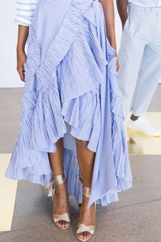 Crew at New York Fashion Week Spring 2017 - Details Runway Photos Spring Fashion 2017, Fashion Week, Boho Fashion, Fashion Trends, Cheap Fashion, Affordable Fashion, Fashion Outfits, Poncho Mantel, Fashion Details