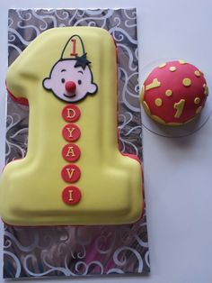 Bumba taart Fondant, Food Ideas, Cupcakes, Sweets, Christmas Ornaments, Holiday Decor, Birthday, Quotes, Quotations