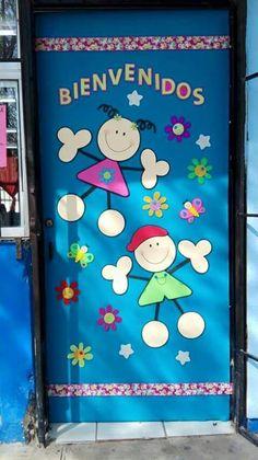 Puerta decorada de bienvenidos