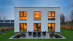 Puristisches Design ohne Schnörkel | Haus Hornberg | Fertighaus WEISS