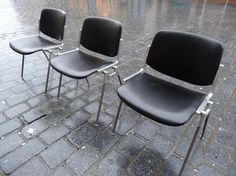 3x Italian 'Casatelli Giancarlo Piretti' Chairs #italian #retro #black #vinyl #aluminium #metal #alittlerainy #outside #intheirnaturalhabitat #vintage #retro #euvintage