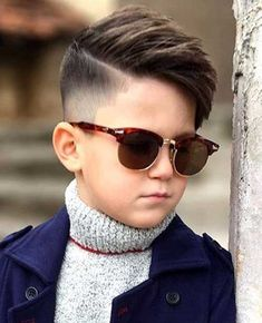 Attending school doesn& mean you have to have boring hair. Check out these stylish school haircuts that you can rock in class [School Hairstyles Gallery]. Popular Boys Haircuts, Boy Haircuts Short, Cool Boys Haircuts, Toddler Haircuts, Baby Boy Hairstyles, Haircuts For Men, School Hairstyles, Kids Hairstyles Boys, Toddler Undercut