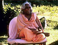 Swami Vishnu-devanandát igazán nagy mesternek tartom, nemcsak a jógát, annak oktatását hozta el nekünk nyugatra, hanem a békéért tett laza mozdulataival töprengésre késztette a nyugati emberek zömét, beleértve államfőket és politikusokat is. Szeretném megosztani veletek a Vishnu-devananda által írt kifejtést a Jóga...