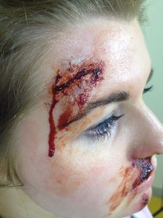 Smashed her head on the car window effect