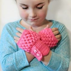 Crochet yourself some fingerless gloves with this easy tutorial! Makes all sizes!