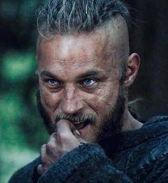 Vikings Show, Vikings Season, Viking Shield, Viking Warrior, Assassin's Creed Black, Ragnar Lothbrok Vikings, Australian Actors, Viking Bracelet, Norse Vikings