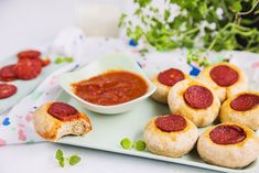 Eltefri minipizza med pepperoni Flora, Mini Pizza, Ketchup, Pepperoni, Cereal, French Toast, Breakfast, Fun, Morning Coffee