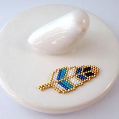 Broche plume en perles miyuki ★ bleu et turquoise