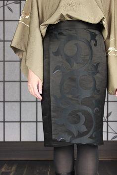 Bottoms - ラップオーバースカート - 着物リメイク、和柄ファッションアイテムの通販サイト/FURYU フウリュウ Japanese Fabric, Japanese Prints, Japanese Kimono, Japanese Fashion, Kimono Fabric, Kimono Dress, Fashion Sewing, Kimono Fashion, Yukata