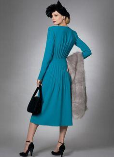 V9346 | Misses' Dress | Vogue Patterns Plus Size Summer Fashion, Original Design, Vogue Sewing Patterns, Vogue Dress Patterns, Vintage Vogue Patterns, Fashion Patterns, Dresses For Work, Dresses With Sleeves, Retro Stil