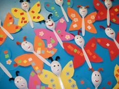 Farfalle colorate con i cucchiaini - Farfalle colorate realizzate riciclando i cucchiaini di plastica, un esempio di lavoretto di Carnevale fai da te semplice e divertente, ideale come decorazione per la casa. Ecco tante altre idee e spunti per realizzare splendidi lavoretti di Carnevale perfetti per i bambini della scuola primaria.