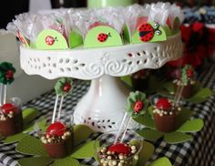 Love the green flowers and the black and white check cloth underneath. Ladybug Picnic, Ladybug Party, Baby 1st Birthday, 1st Birthday Parties, Birthday Stuff, Toddler Themes, Cata, Birthday Party Decorations, Holiday Crafts