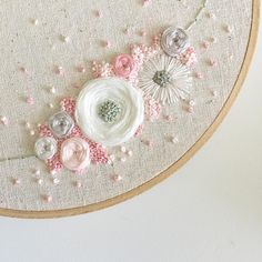 Wonderful Ribbon Embroidery Flowers by Hand Ideas. Enchanting Ribbon Embroidery Flowers by Hand Ideas. Brazilian Embroidery Stitches, Embroidery Flowers Pattern, Learn Embroidery, Hand Embroidery Stitches, Silk Ribbon Embroidery, Crewel Embroidery, Embroidery Techniques, Embroidery Kits, Cross Stitch Embroidery