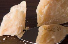 Academia Barilla. I nostri esperti ricercano e selezionano per il marchio Academia Barilla i migliori prodotti del patrimonio gastronomico italiano. Le materie prime vengono sottoposte a controlli selettivi e a test di qualità da parte di Chef, professionisti della ristorazione e intenditori.