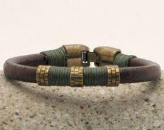 EXPRESS VERZENDING Valentijnsdag geschenk lederen armband voor mannen van. Heren armband. Bruin lederen mannen armband met antieke groene spacer en gesp.