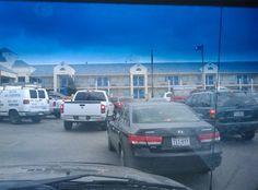 Unos extraños se vengan ASÍ cuando un conductor bloqueó los carritos de la compra con su coche #viral