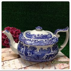 Spode Blue Italian teapot. #teacup #teacupcollector #teacupandsaucer #teacupandsaucerjakarta #teacupandsaucerindonesia #teacupaddict #teacuplovers #teacuploverindonesia #vintage #vintagelovers #vintagecollector #vintagejakarta #vintageindonesia #hightea #bonechina #glowteacup Blue Willow China, Blue And White China, Blue China, Blue Dishes, White Dishes, Duck Egg Blue, Tea Service, Chocolate Pots, Vintage Dishes