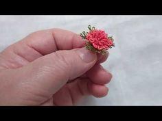 Crochet Flower Patterns, Macrame Patterns, Crochet Flowers, Fabric Flower Brooch, Fabric Flowers, Brazilian Embroidery Stitches, Tatting Jewelry, Barbie Accessories, Needle Lace