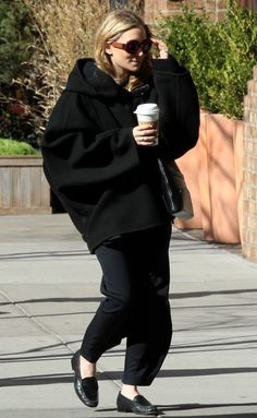 OLSENS ANONYMOUS ASHLEY OLSEN STYLE FASHION BLOG GET THE LOOKS OVERSIZED COAT ROUND TORT SUNGLASSES PANTS LOAFERS RINGS THE ROW CROSSBODY BAG TRIBECA NYC APRIL 2013 1